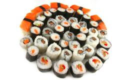 Какое вкусное японское блюдо приготовить дома? Конечно, роллы!