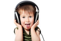 Для чего ребенок показывает язык?